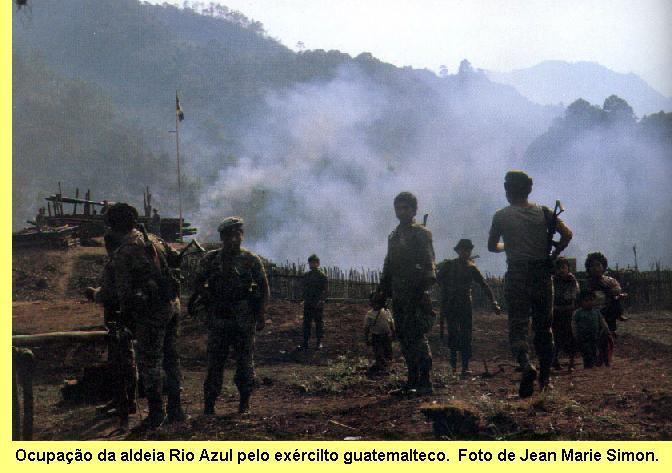 Massacre em aldeia guatemalteca.