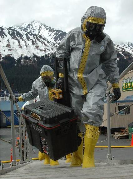 Exercício com fato CBRNE no Alasca.