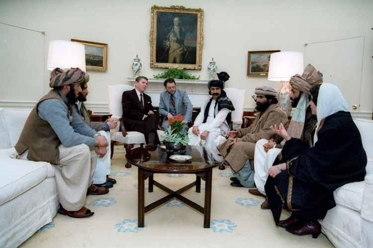 Reagan conversa com mujahideens.