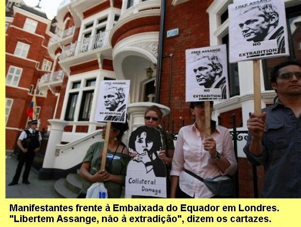 Manifesta��o em favor de Assange, frente � Embaixada do Equador em Londres.