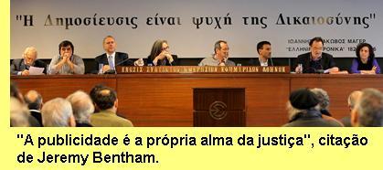 Mesa da conferência de Atenas.