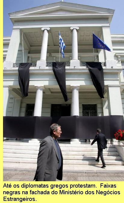 Protesto dos diplomatas gregos.