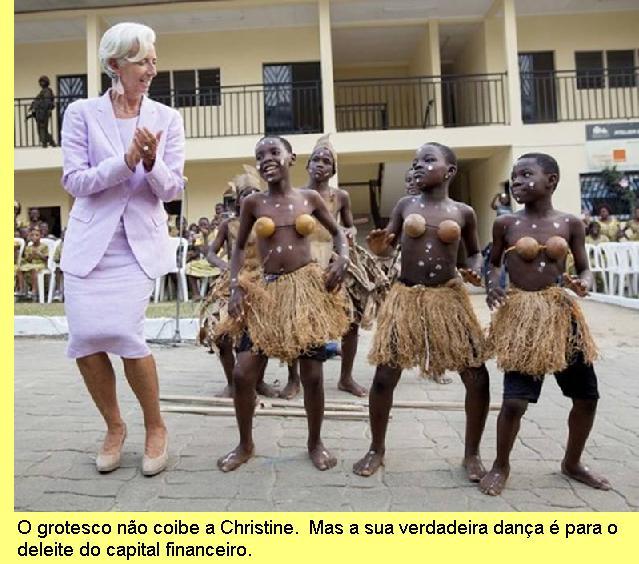 Christine Lagarde a dançar em África.