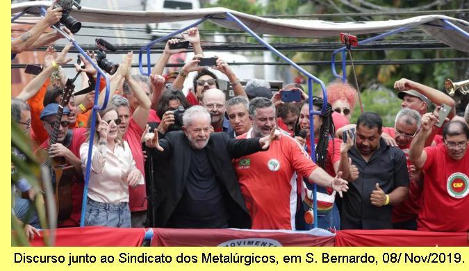 Lula discursa junto ao Sindicato dos Metal