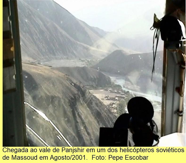 Chegada ao vale de Panjshir num helicóptero de Massoud, Agosto/2001.